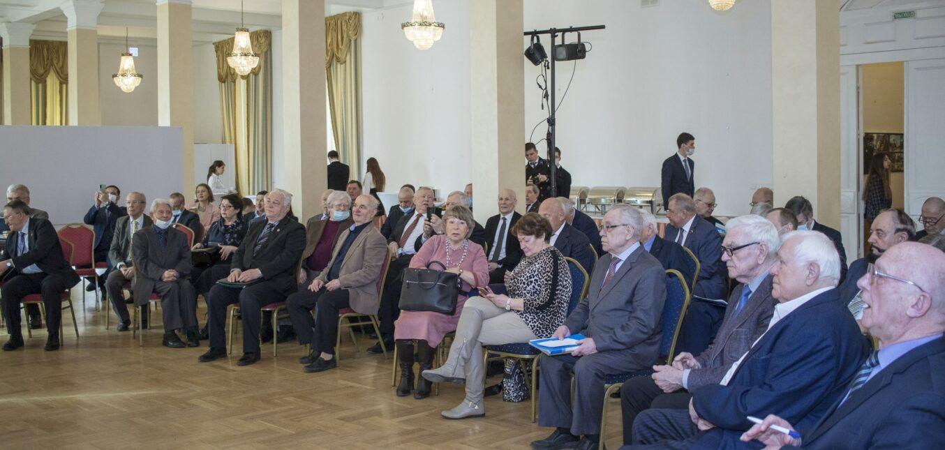 Межотраслевой экспертно-аналитический центр СНГПР принял участие в XIV cъезде Союза нефтегазапромышленников